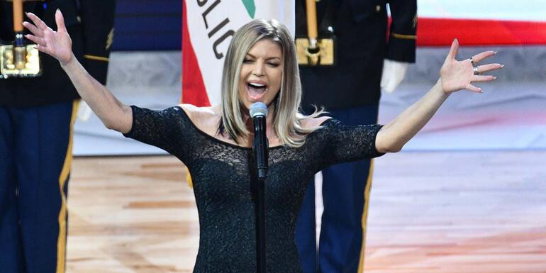 Fergie terribly sings the National Anthem! See the video!