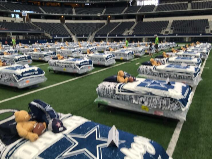 9063b16716d Dallas Cowboys Hosts Sleepover With Kids Who Never Had Their Own Bed
