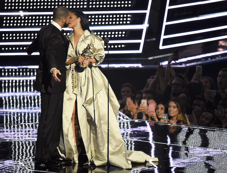 NEW YORK, NY - AUGUST 28:  Drake presents Rihanna with the The Video Vanguard Award during the 2016 MTV Video Music Awards at Madison Square Garden on August 28, 2016 in New York City.  (Photo by Michael Loccisano/Getty Images)
