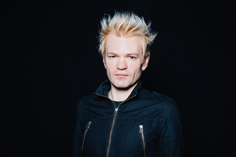 Interview Sum 41 S Deryck Whibley On New Album 13 Voices