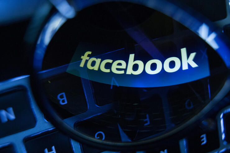 Facebook manipulates it's timeline, former employees say