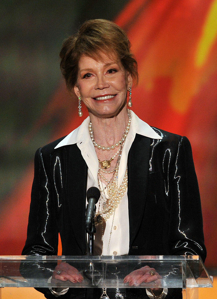LOS ANGELES, CA - JANUARY 29:  Actress Mary Tyler Moore accepts the Life Achievement Award onstage during the 18th Annual Screen Actors Guild Awards at The Shrine Auditorium on January 29, 2012 in Los Angeles, California.  (Photo by Kevin Winter/Getty Ima