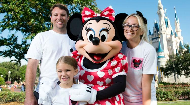 (AUGUST 14, 2014):  Actress and country music artist Jamie Lynn Spears poses Aug. 14, 2014 with her husband, Jamie Watson, her six-year-old daughter Maddie and Minnie Mouse in front of Cinderella Castle at the Magic Kingdom park in Lake Buena Vista, Fla.  Spears, the sister of pop superstar Britney Spears and former star of