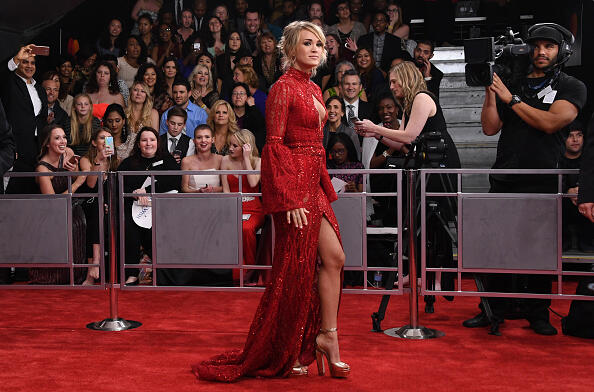 Carrie Underwood arrives for the 59th Grammy Awards on February 12, 2017, in Los Angeles, California.  / AFP / Mark RALSTON        (Photo credit should read MARK RALSTON/AFP/Getty Images)