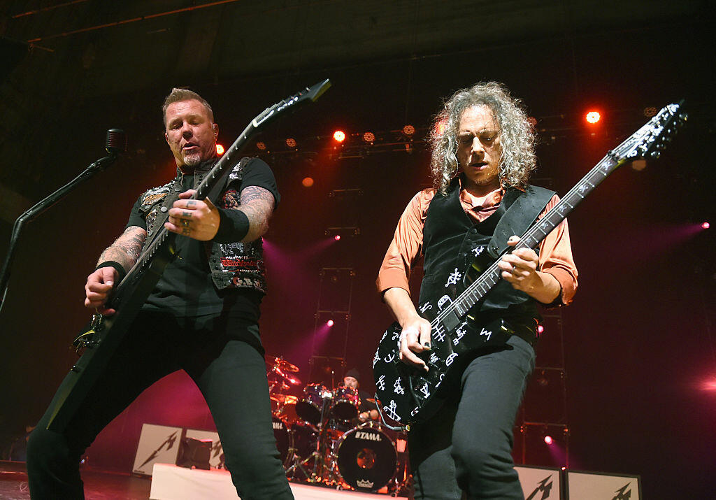 LOS ANGELES, CA - DECEMBER 15:  Musicians James Hetfield (L) and Kirk Hammett of Metallica perform at the Fonda Theatre on December 15, 2016 in Los Angeles, California.  (Photo by Kevin Winter/Getty Images)