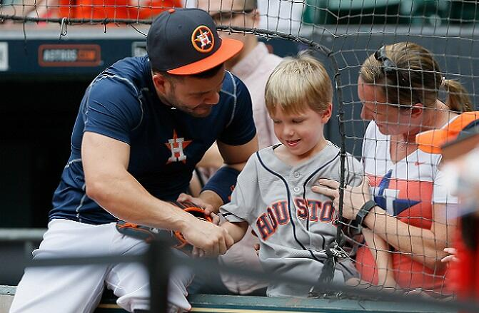 HOUSTON, TX - SEPTEMBER 27:  Jose Altuve #27 of the Houston Astros shakes hands with a young fan during batting practice at Minute Maid Park on September 27, 2016 in Houston, Texas.  (Photo by Bob Levey/Getty Images)