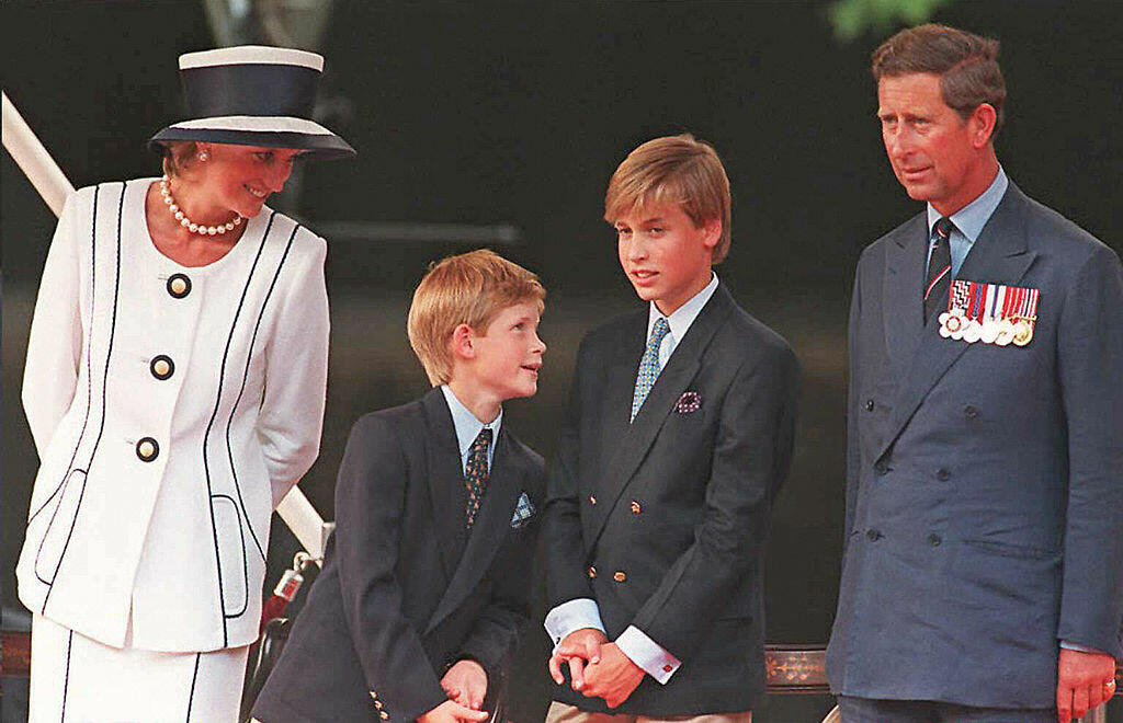 London, UNITED KINGDOM: (FILES) Princess Diana (L), Prince Harry, (2nd L) Prince William (2nd R) and Prince Charles (R) gather for the commemorations of VJ Day, 19 August 1995 in London.  Prince William turned 25 Thursday 21 June 2007, and in doing so bec