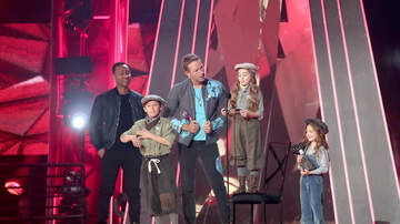 Ryan Seacrest - Watch Katy Perry's Adorable Dancers Read Coldplay's Best Tour Acceptance Speech At #iHeartAwards