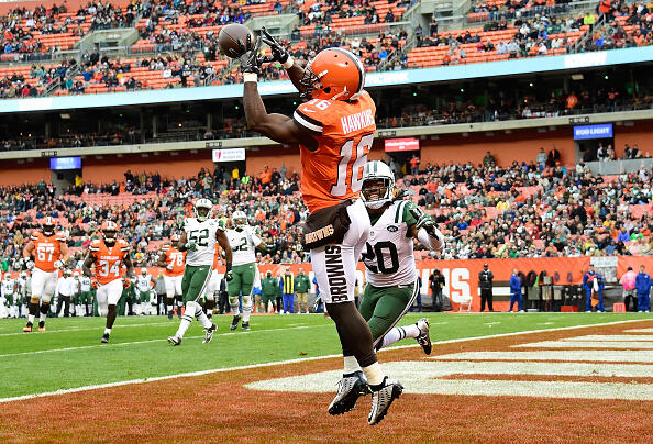 CLEVELAND, OH - OCTOBER 30:  Andrew Hawkins #16 of the Cleveland Browns makes a touchdown catch in front of Marcus Williams #20 of the New York Jets during the first quarter at FirstEnergy Stadium on October 30, 2016 in Cleveland, Ohio. (Photo by Jason Miller/Getty Images)