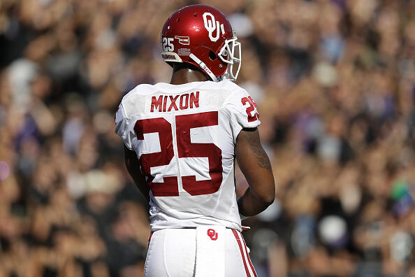 FORT WORTH, TX - OCTOBER 01:  Joe Mixon #25 of the Oklahoma Sooners in the first half at Amon G. Carter Stadium on October 1, 2016 in Fort Worth, Texas.  (Photo by Ronald Martinez/Getty Images)