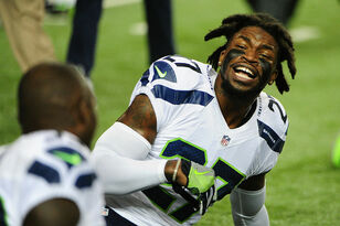 Woman Tells Off Seahawks Players For Protesting Anthem (NSFW)
