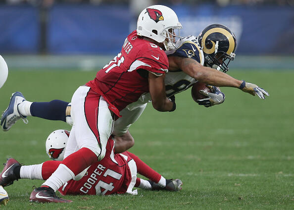 LOS ANGELES, CA - JANUARY 01: LInebacker Kevin Minter #51 of the Arizona Cardinals tackles tight end Lance Kendricks #88 of the Los Angeles Rams in the third quarter at Los Angeles Memorial Coliseum on January 1, 2017 in Los Angeles, California. The Cardinals won 44-6. (Photo by Stephen Dunn/Getty Images)