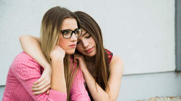 Angela Cortez - 5 signs you are too clingy!!