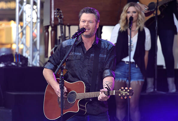 NEW YORK, NY - AUGUST 05:  Blake Shelton performs on NBC's