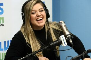 Kelly Clarkson Hits Back At Body-Shamer With Awesomely Explicit Comeback