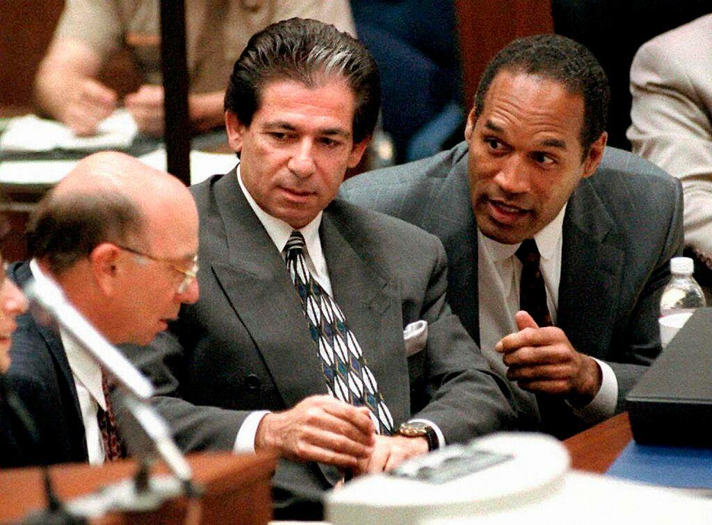 LOS ANGELES, CA - MAY 3:  This 03 May, 1995 file photo shows murder defendant O.J. Simpson (R) consulting with friend Robert Kardashian (C) and Alvin Michelson (L), the attorney representing Kardashian, during a hearing in Los Angeles.  It was announced 0