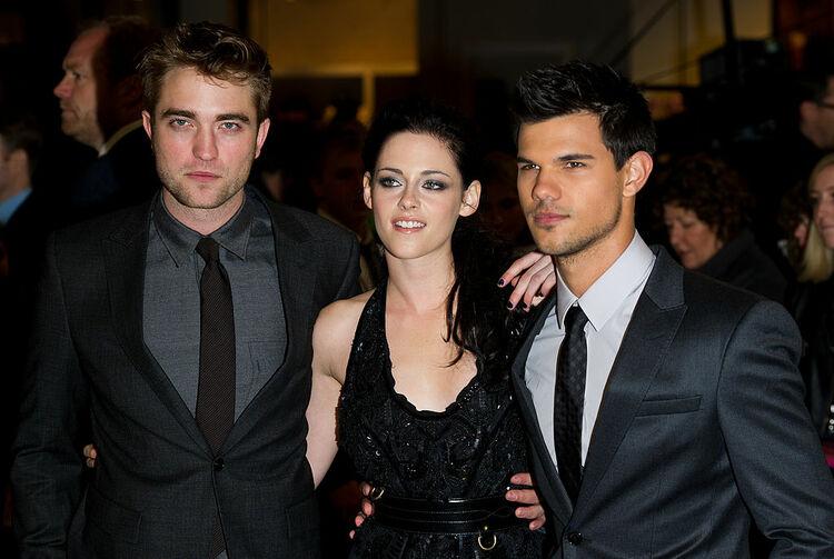 The Twilight Saga: auction starts 11/17