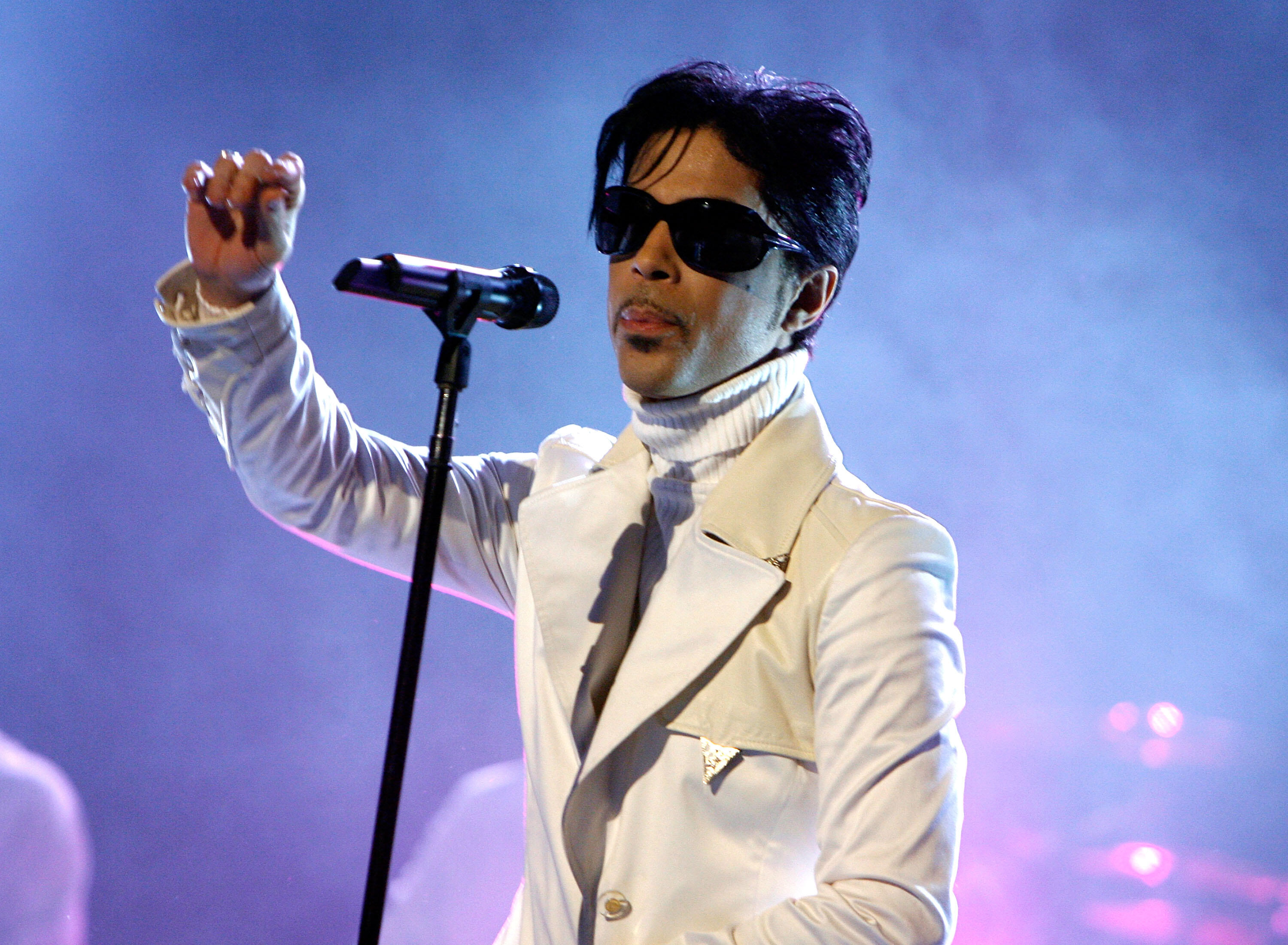PASADENA, CA - JUNE 01:  Singer Prince performs onstage during the 2007 NCLR ALMA Awards held at the Pasadena Civic Auditorium on June 1, 2007 in Pasadena, California.  (Photo by Kevin Winter/Getty Images for NCLR)