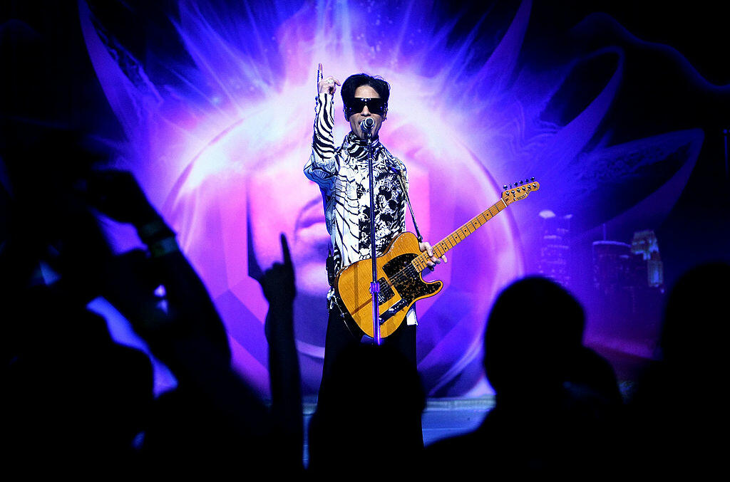 LOS ANGELES, CA - MARCH 28:  ***EXCLUSIVE***  Musician Prince performs his first of three shows onstage during