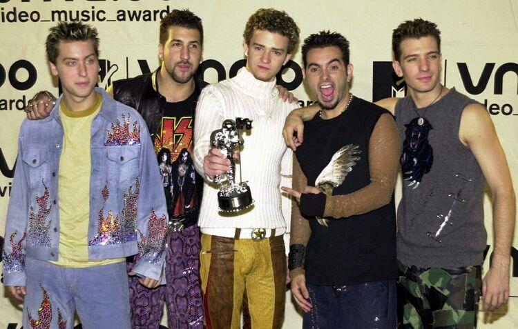Nsync holds their Video Music Award 07 September,