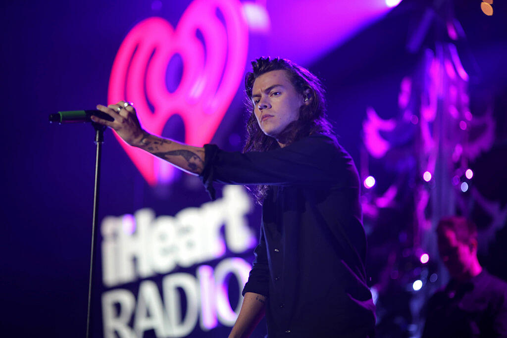 LOS ANGELES, CA - DECEMBER 04:  (EDITORS NOTE: IMAGE WAS PROCESSED USING DIGITAL FILTERS) Recording artist Harry Styles of music group One Direction performs onstage during 102.7 KIIS FM's Jingle Ball 2015 Presented by Capital One at STAPLES CENTER on December 4, 2015 in Los Angeles, California.  (Photo by Christopher Polk/Getty Images for iHeartMedia)