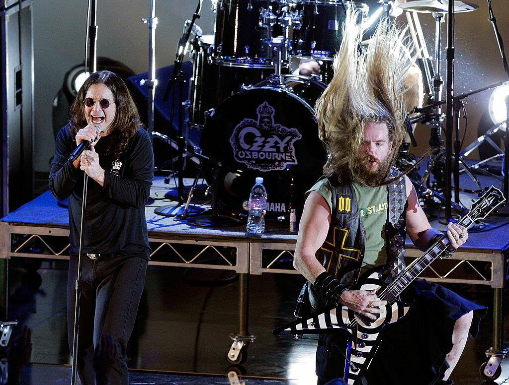 LOS ANGELES, CA - OCTOBER 19:  Musicians Ozzy Osbourne (L) and Zakk Wylde perform onstage during Spike TV's