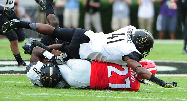 ATHENS, GA - OCTOBER 15: Nick Chubb #27 of the Georgia Bulldogs is smothered by Zach Cunningham #41 and Mack Weaver #8 of the Vanderbilt Commodores at Sanford Stadium on October 15, 2016 in Athens, Georgia. (Photo by Scott Cunningham/Getty Images)