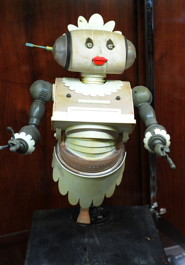 "A Jetsons ""Rosie the Robot"" maquette tha"