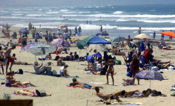 SAN DIEGO, CA - JULY 3:  Beachgoers enjoy the weather July 3, 2003 at Pacific Beach in San Diego, CA.  Thousands of people are heading to the beaches and parks in anticipation of 4th of July festivities.  (Photo by Sandy Huffaker/Getty Images)