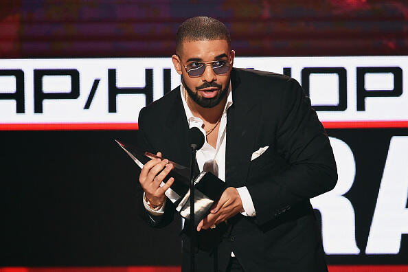 LOS ANGELES, CA - NOVEMBER 20:  Rapper Drake accepts Favorite Rap/Hip-Hop Artist onstage during the 2016 American Music Awards at Microsoft Theater on November 20, 2016 in Los Angeles, California.  (Photo by Kevin Winter/Getty Images)