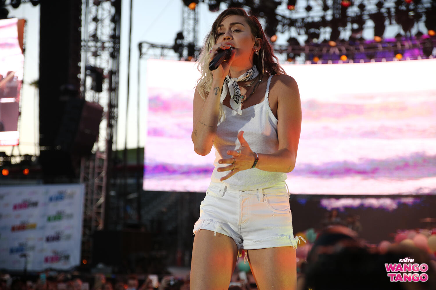 wango tango recap katy perry backstreet boys miley shut it down