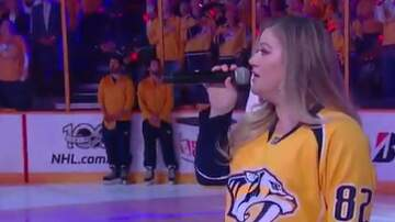 image for WATCH: Kelly Clarkson sang the National Anthem at a Nashville Predators game