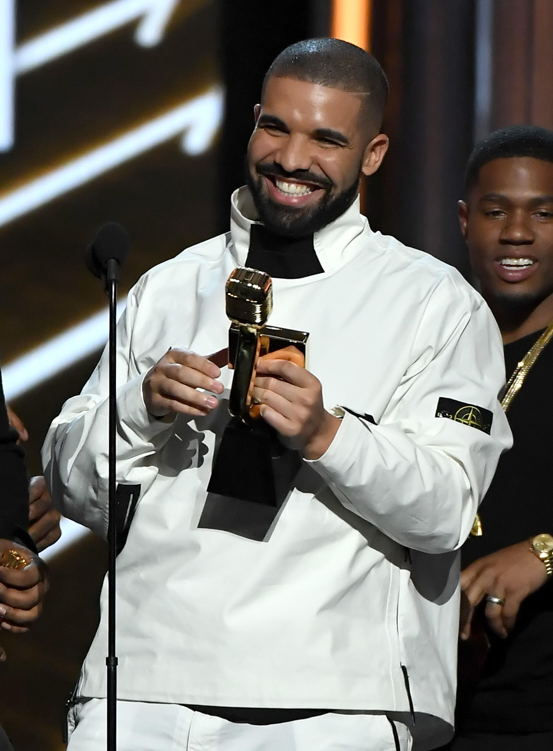LAS VEGAS, NV - MAY 21:  Rapper Drake accepts the Top Artist award onstage during the 2017 Billboard Music Awards at T-Mobile Arena on May 21, 2017 in Las Vegas, Nevada.  (Photo by Ethan Miller/Getty Images)
