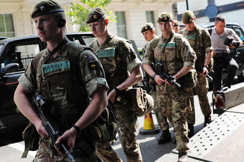 LONDON, ENGLAND - MAY 24:  Soldiers are seen arriving near Buckingham Palace on May 24, 2017 in London, England. 984 military personnel are being deployed around the country as the UK terror status is elevated to Critical in the wake of the Manchester Are