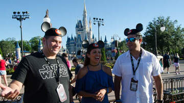 Alejandro - Los Anormales en Magic Kingdom 2017 Broadcast