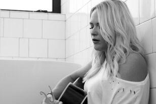 Watch Miranda Lambert's Candid 'Tin Man' Unplugged Video | Premiere