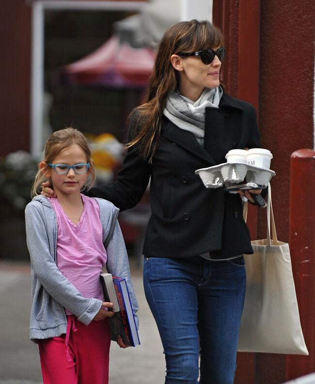 Jennifer Garner with her daughter having breakfast in Brentwood mart