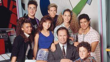 Lizz Ryals - A Saved By The Bell Airbnb is EVERYTHING! #MustSee