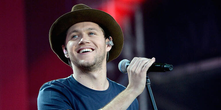 Niall Horan Dedicates 'This Town' To Manchester During 'One Love Manchester' Concert