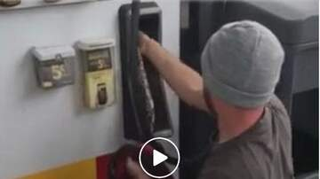 Woody Johnson - Couple Found A Snake In The Gas Pump