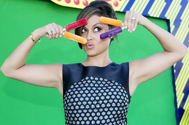 Actress And Mom Vanessa Lachey Enjoys An Icy-cold Refreshing Original Brand Popsicle At The Nickelodeon Kids Choice Sports Awards