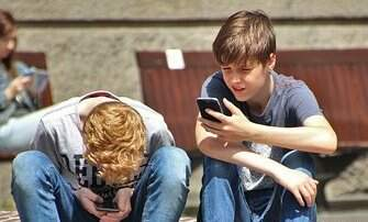 Local Houston & Texas News - SCREEN TIME COULD DAMAGE YOUR ADOLESCENT'S BRAIN