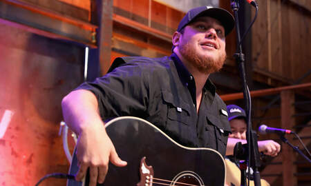 Music News - Luke Combs Announces Amphitheater Dates for 2019