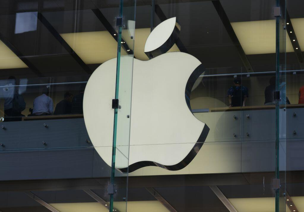 The Apple logo is displayed at a store in the central business district of Sydney on April 6, 2017. Apple was on April 6 taken to court by Australia's consumer watchdog for violating laws by allegedly refusing to look at or repair some iPads and iPhones previously serviced by a third party. / AFP PHOTO / PETER PARKS        (Photo credit should read PETER PARKS/AFP/Getty Images)