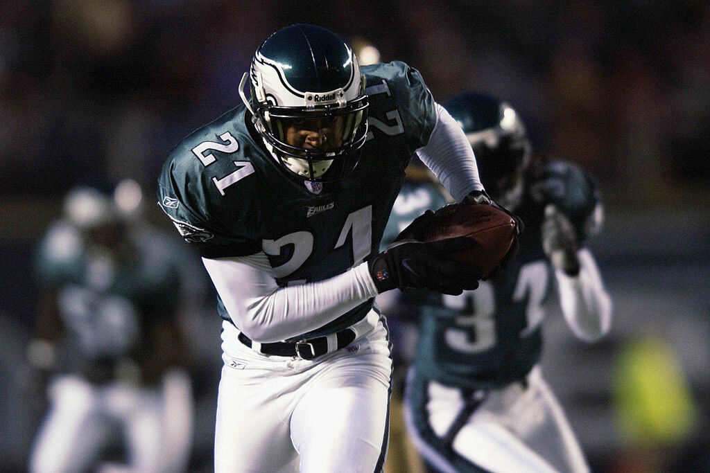PHILADELPHIA - DECEMBER 1:  Cornerback Bobby Taylor #21 of the Philadelphia Eagles runs an interception back 23 yards for a touchdown against the St. Louis Rams in the first quarter of the NFL game on December 1, 2002 at Veterans Stadium in Philadelphia,