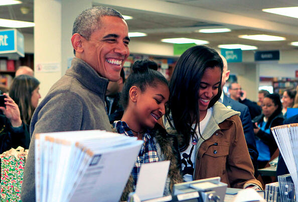 WASHINGTON, DC - NOVEMBER 29: (AFP OUT) U.S. President Barack Obama and daughters Sasha (C) and Malia purchase books at Politics and Prose bookstore for