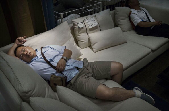 Chinese Shoppers Make The Most Of IKEA's Open Bed Policy