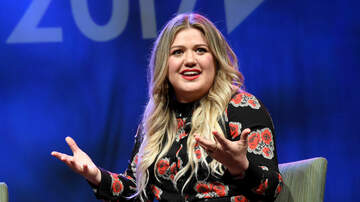Ally Hart - Kelly Clarkson Promises to Annihilate Blake Shelton on the Voice