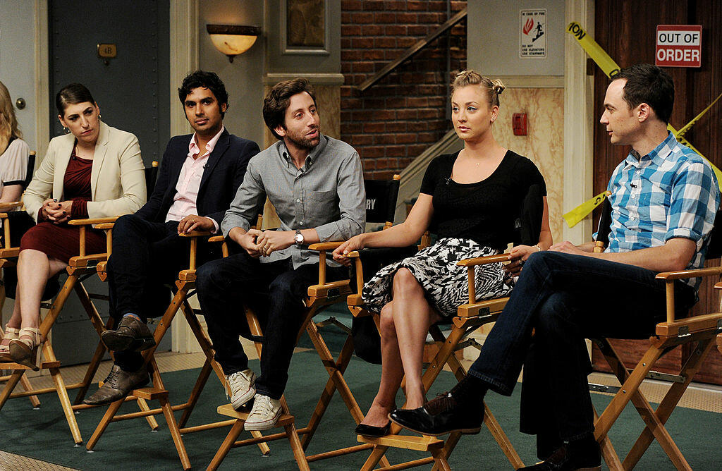 BURBANK, CA - AUGUST 15:  (L-R) Actors Mayim Bialik, Kunal Nayyar, Simon Helberg, Kaley Cuoco and Jim Parsons appear on the set of