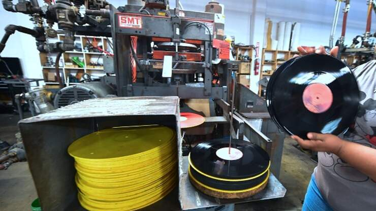 Vinyl Revenue Overtakes CDs For The First Time Since 1986